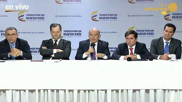 Rueda de prensa del equipo negociador del Gobierno colombiano para hablar sobre el nuevo acuerdo de paz. (@EquipoPazGob)