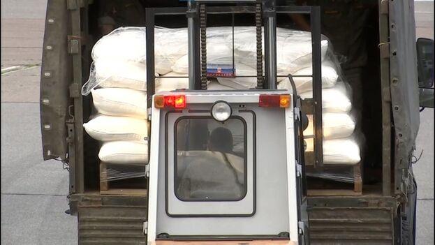 Llegada de la carga enviada por Rusia como ayuda humanitaria a la Isla. (BrunoRguezP)