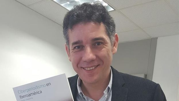 """El periodista español Ramón Salaverría, coordinador del libro """"Ciberperiodismo en Iberoamérica"""", en Buenos Aires, Argentina. (EFE)"""