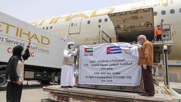 Salida del material sanitario desde el aerpuerto de Dubái hacia La Habana. (mofaic.gov.ae)