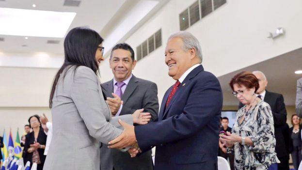 Salvador Sánchez, presidente salvadoreño, dijo en twitter que cooperará en todos los esfuerzos necesarios que conduzcan a la paz en Venezuela en el marco de su Constitución. (@sanchezceren)