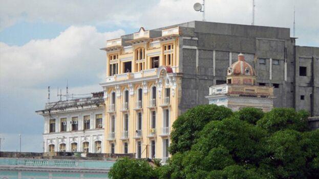 El hotel San Carlos, hoy Meliá San Carlos, fue construido en 1925 en pleno centro histórico de Cienfuegos. (Online Tours)