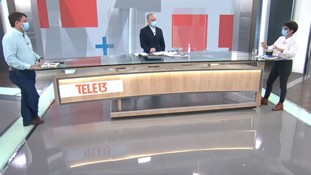 Los candidatos a gobernar la región metropolitana de Santiago, Claudio Orrego y Karina Oliva, durante el debate de cara a la segunda vuelta de las elecciones. (Captura)
