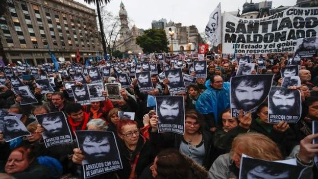 La pista del joven Santiago Maldonado se perdió el 1 de agosto mientras participaba en una protesta que fue reprimida por la Policía. (EFE)
