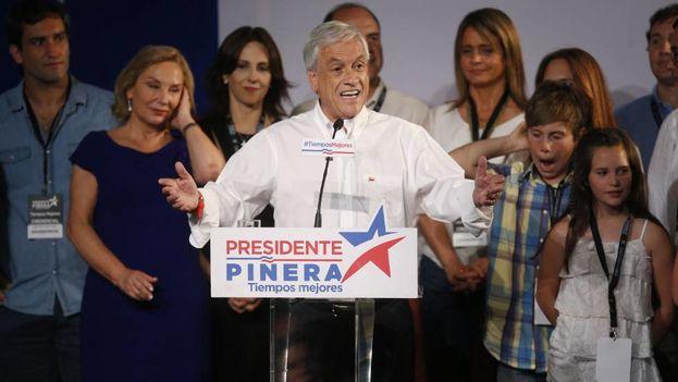 Sebastián Piñera celebra los resultados tras una victoria que se esperaba más abultada. (Elvis González/EFE)