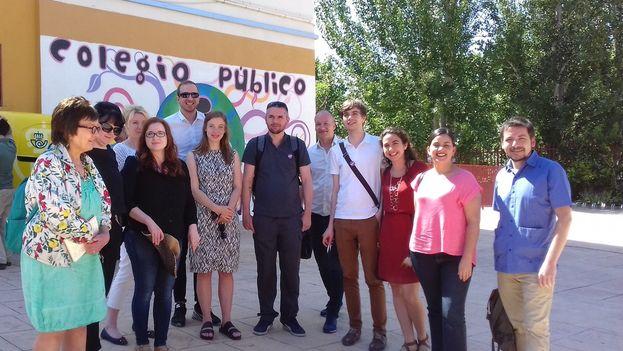 Sebastián Depolo y Verónika Mendoza con la delegación de apoyo a Podemos el día de las elecciones generales en Madrid. (@SebaDepolo)