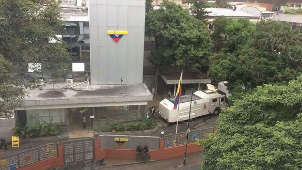 Sede del canal estatal VTV, en Caracas, donde en los últimos días se ha complicado la situación epidemiológica. (Captura)