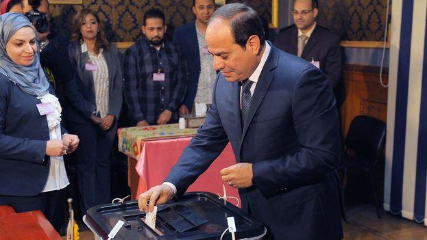 Segúb medios oficiales, Al Sisi obtuvo cerca de 23 millones de votos de los 25 millones de sufragios emitidos en total. (@AlsisiOfficial)