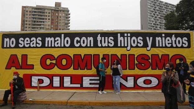 Seguidores de Keiko Fujimori participaron en una manifestación este sábado, en Lima (Perú). (EFE/ Gian Masko)