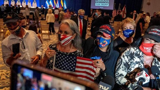 """Seguidores del presidente de Estados Unidos durante el evento """"Latinos por Trump"""", en Doral, Florida. (EFE/Cristóbal Herrera)"""
