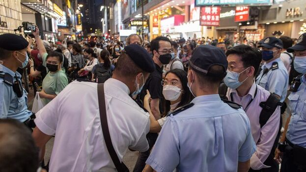 Las detenciones se produjeron en virtud de la Ley de Seguridad Nacional que Pekín introdujo en la ciudad autónoma y que ha sido criticada por sectores prodemocráticos hongkoneses. (EFE/EPA/Jérôme Favre/Archivo)