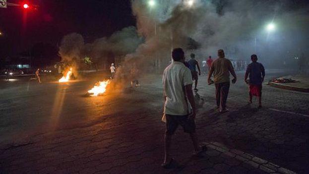 Las marchas contra la reforma de la Seguridad Social nicaraguense se tornaron violentas. (@EmisorasUnidas)