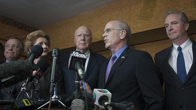 Senadores estadounidenses en rueda de prensa. (Luz Escobar)