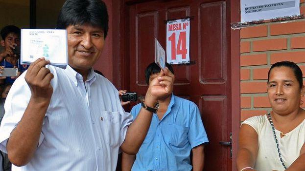 Morales vota en Villa 14 de Septiembre, en Chapare, región de Cochabamba. (EFE/Agencia Boliviana de Información)