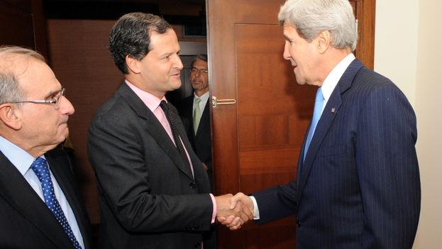 Sergio Jaramillo, alto comisionado para la paz del Gobierno de Colombia, en un encuentro con John Kerry. (CC)