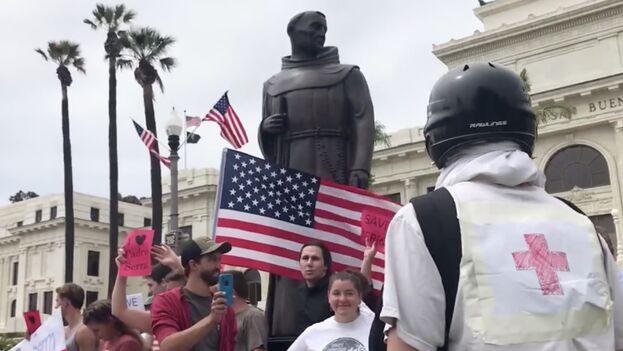 El legado de Serra ha estado en el ojo del huracán desde hace décadas ya que nativos americanos lo culpan por la destrucción de su cultura. (Captura)
