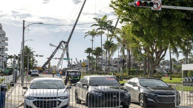 Servicios de rescate en las ruinas del edificio Champlain Towers South, en Surfside, Miami-Dade. (EFE/EPA/Cristóbal Herrera-Ulashkevich)