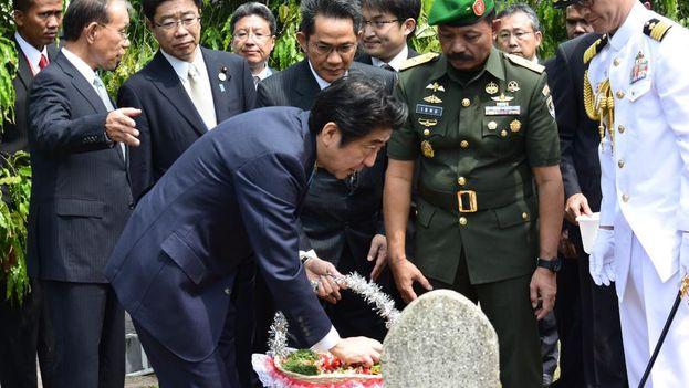 Shinzo Abe, primer ministro japonés, durante un acto de homenaje este miércoles. (@AbeShinzo)