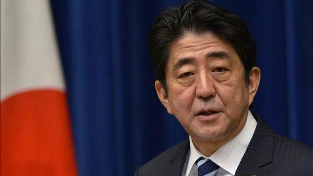 Shinzo Abe, consiguió este domingo revalidar por tercera vez en cinco años su mandato como primer ministro de Japón con una holgada mayoría. (EFE)