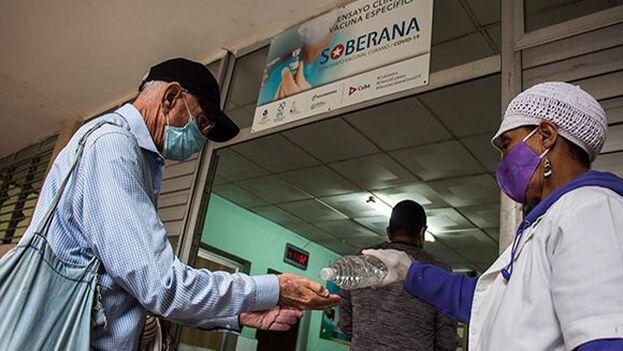 Los ensyos de Soberana en fase II B empezaron este lunes en La Habana. (Cubadebate)