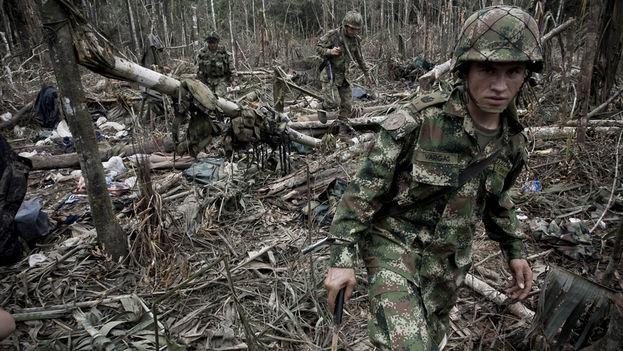 Soldados del Ejercito Nacional en uno de los campamentos de las FARC en 2009. (Flickr/CC)