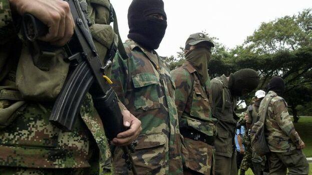 Soldados de la guerrilla de las FARC en una imagen de archivo. (EFE)