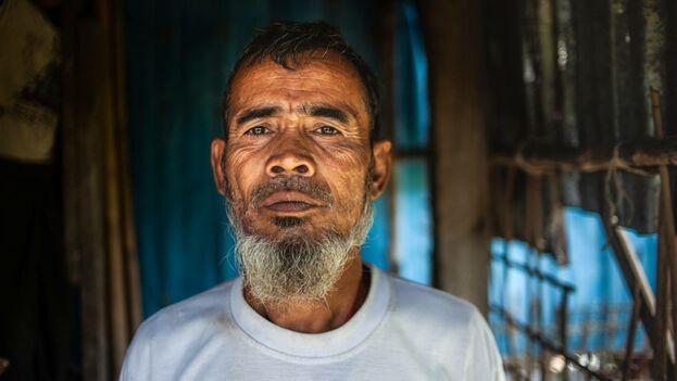 Suleiman en la puerta de su casa en Nget Chaung. (Scott Hamilton MSF)
