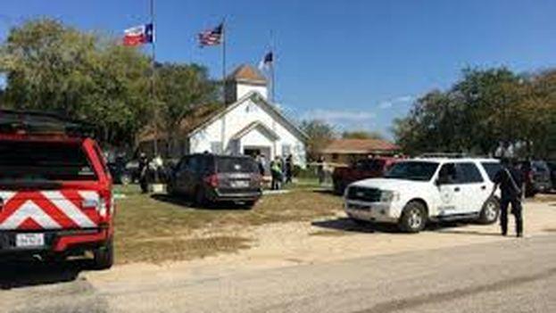 El incidente ha ocurrido en una iglesia bautista en Sutherland Springs, a 45 kilómetros al sureste de San Antonio, Texas. (Twitter/Policía Texas)