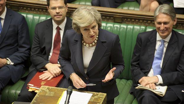 La primera ministra británica, Theresa May, debate en el parlamento. (@UKParliament)