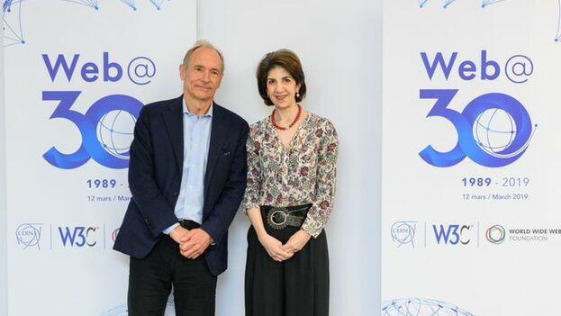 Tim Berners-Lee, padre del internet que conocemos, celebró hoy su 30 cumpleaños en Ginebra.