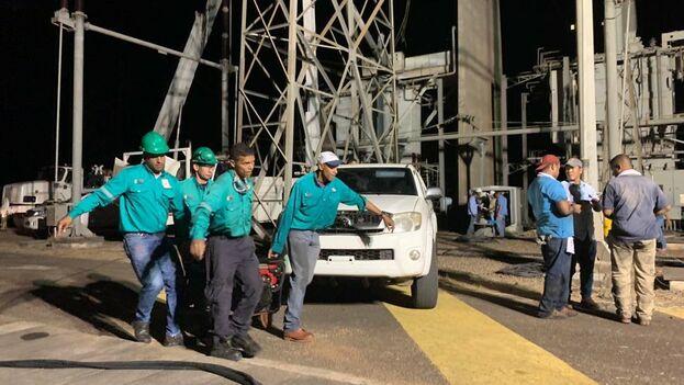 Trabajos de reparación de la red eléctrica difundidas por el Ejecutivo chavista. (Delcy Rodríguez)