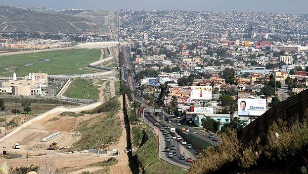 Tramo de valla fronteriza actual entre Tijuana y San Diego. (Sgt. 1st Class Gordon Hyde/CC)