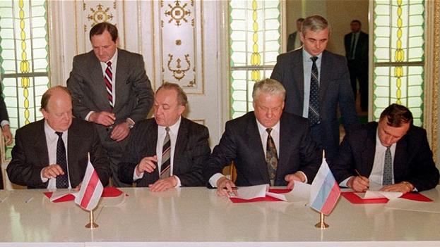 Firma del Tratado de Belavezha que puso fin a la Unión de Repúblicas Socialistas Soviéticas. (Archivo)