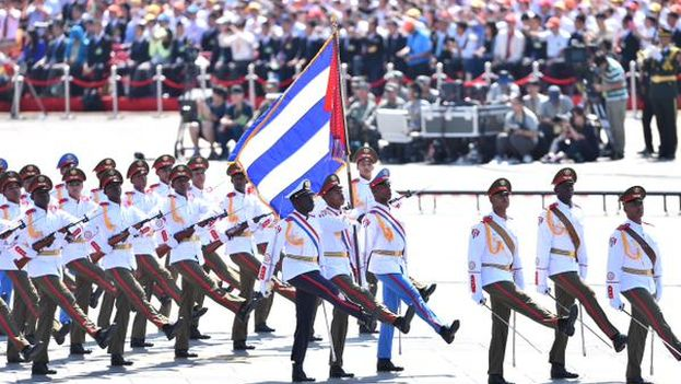 Tropas cubanas en el desfile en China que conmemora el fin de la Segunda Guerra Mundial. (@XHespanol)