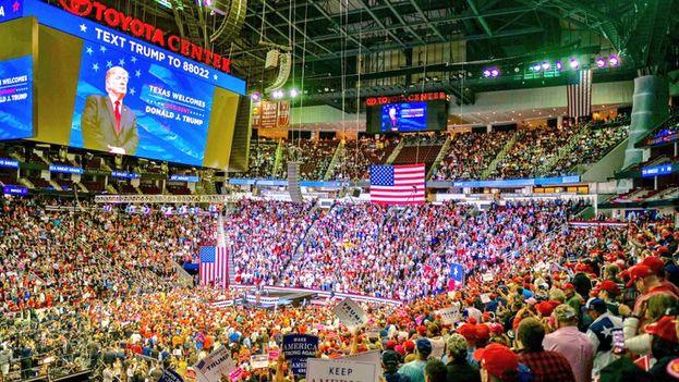 Trump acudió al gran mítin de Houston a apoyar a Ted Cruz, que fue su rival en las primarias republicanas de 2016. (realDonaldTrump)