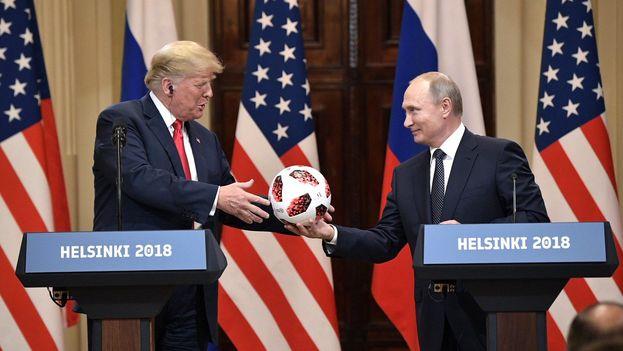 Trump ha sido criticado, incluso dentro de su propio Partido Republicano, por la complacencia con la que el presidente estadounidense trató al líder ruso. (@PutinRF_Eng)