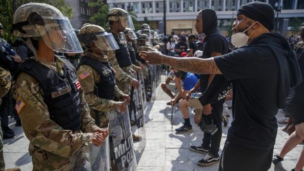 La presencia de las tropas en las calles de la capital ha provocado tensión entre Trump y la alcaldesa, la afroamericana demócrata Muriel Bowser. (EFE)