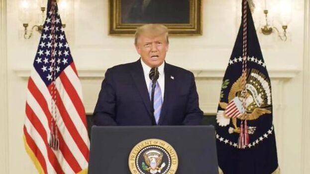 Trump emitió finalmente el mensaje sobre las comicios que medio país esperaba escuchar desde hacía dos meses y condenó el asalto al Capitolio de este miércoles. (Captura)