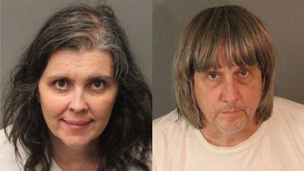 David Allen Turpin y Louise Anna Turpin tras su arresto en Perris por el secuestro y tortura de sus 13 hijos. (EFE/Riverside County Sheriffís Department)