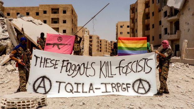 """""""Estos maricones matan fascistas"""" con esta pancarta hacía su aparición el pasado martes en Twitter la formación del Ejército de Liberación e Insurrección Queer. (Twitter)"""