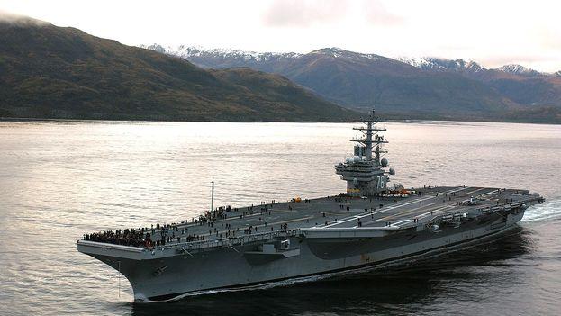El avión cayó cuando se dirigía al portaaviones USS Ronald Reagan, destacado en el Mar de Filipinas, y ahora responsable del rescate y atención a las víctimas.(Elizabeth Thompson/ CC)