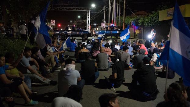 El 13 de julio el régimen de Ortega lanzó un brutal ataque con fuerzas policiales y paramilitares para desalojar a los jóvenes atrincherados en la Universidad Nacional Autónoma. (Carlos Herrera/Niú)