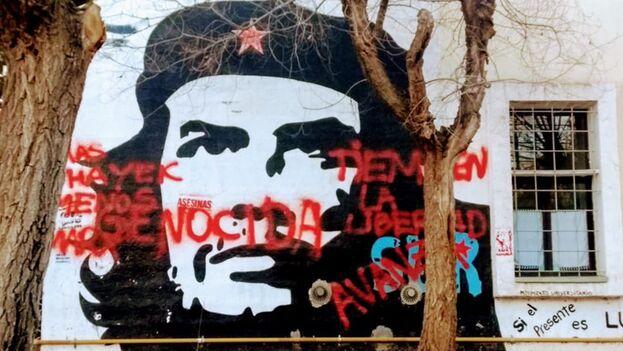 El mural se encuentra en la Universidad Nacional del Comahue, en la provincia de Neuquén, en Argentina. (Agustin Antonetti/Twitter)