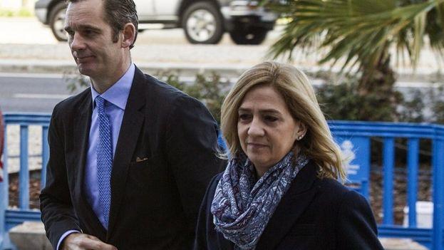 Iñaki Urdangarín y Cristina de Borbón llegando a la Audiencia de Palma durante el juicio por el caso Nóos. (EFE)
