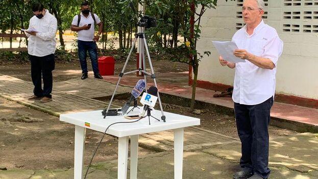 Uribe está en detención domiciliaria desde el pasado 4 de agosto como parte de un proceso por supuesto fraude procesal y soborno en actuación penal. (EFE)