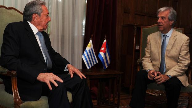 Los presidentes de Uruguay, Tabaré Vázquez, y Cuba, Raúl Castro en Montevideo. (Presidencia de Uruguay)