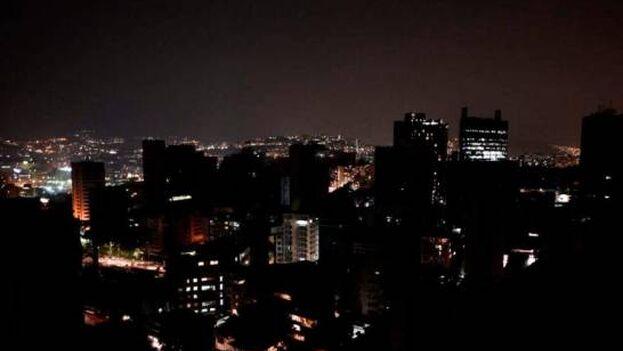 Usuarios en las redes sociales han reportado varios fallos eléctricos esta tarde y comienzo de la noche y algunas ciudades del país. (EFE)