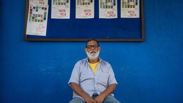 """Rafael Uzcategui, secretario del partido político """"Patria Para Todos"""" posa para un retrato, el 27 de noviembre del 2020, en Caracas, (Venezuela). (EFE/Miguel Gutiérrez)"""