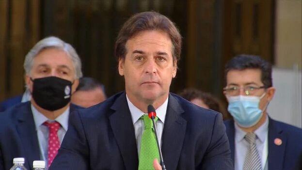 """Lacalle Pou denunció este sábado en la VI Cumbre de la Comunidad de Estados Latinoamericanos y Caribeños (Celac)  que en Cuba, Venezuela y Nicaragua """"no hay una democracia plena"""" . (@PPT_CELAC)"""