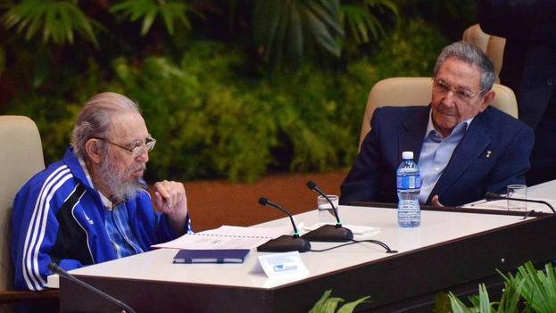 El expresidente cubano, Fidel Castro, este martes en el VII Congreso del Partido Comunista. (EFE)